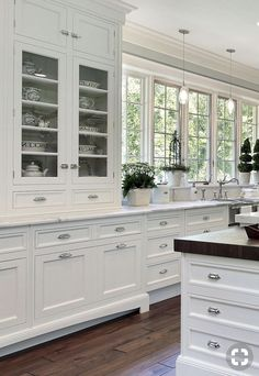 White kitchen is never a wrong idea. Elegant White Kitchen Design Ideas for Modern Home White Kitchen Cabinets, Kitchen Cabinet Design, Kitchen Redo, Home Decor Kitchen, Interior Design Kitchen, Country Kitchen, New Kitchen, Kitchen Remodel, Stylish Kitchen