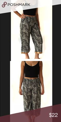 Patterned Crop Harem Pants 100% Cotton Pants that you can comfortably wear at home or out and about. Message me if you'd be interested in items like this in bulk and we can work something out. Frais Pants Ankle & Cropped