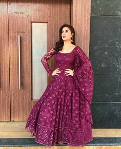 Ideas For Embroidery Dress Pattern Design Indian Gowns Dresses, Pakistani Dresses, Embroidery Fashion, Embroidery Dress, Wedding Embroidery, Embroidery Patterns, Indian Attire, Indian Outfits, Ethnic Outfits
