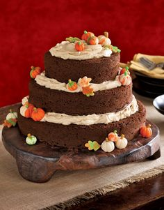 Beautifully decorated cake for fall.