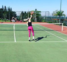 Que categoria!!!  Tão eficiente quanto uma garça !!!!!  #finde #dialindodesol #tenis #manalinda #esporteevida #mexase