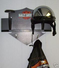 Helmet and coat shelf for Belinda Regalos Harley Davidson, Harley Davidson Gifts, Harley Davidson Sportster, Small Wood Projects, Diy Furniture Projects, Pallet Projects, Custom Furniture, Davidson Homes, Harley Davison