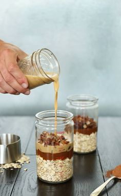 10 Beautifully Designed Overnight Oat Jars To Drool Over Delicious dessert recipe for Salted Caramel Delight Overnight Oats. Breakfast In A Jar, Breakfast Recipes, Dessert Recipes, Breakfast Smoothies, Mason Jar Meals, Meals In A Jar, Mason Jars, Granola, Caramel Delights