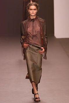 Fendi Spring 2002 Ready-to-Wear Fashion Show - Karl Lagerfeld, Anouck Lepère