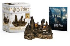 Harry Potter Hogwarts Castle and Sticker Book: Lights Up! A one-of-a-kind miniature light-up replica of the Hogwarts School of Witchcraft and Wizardry for Harry Potter Hedwig, Harry Potter Decor, Harry Potter Films, Harry Potter Christmas Decorations, Albus Dumbledore, Severus Snape, Hugh Jackman, Legos, Movie Prints