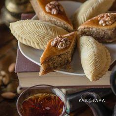 Shekerbura and Pakhlava #pakhlavateahouse #pakhlava #beatgroup #baku #azerbaijan #nationalcuisine #traditionalcuisine #sweets #desserts #teadrinking #shekerbura #baklava