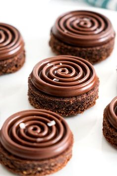 Sablés chocolat noisettes The recipe for small chocolate hazelnut shortbread Biscuit Cookies, Shortbread Cookies, Chocolate Hazelnut, Chocolate Recipes, Baking Chocolate, Cookie Recipes, Dessert Recipes, Fancy Desserts, Plated Desserts