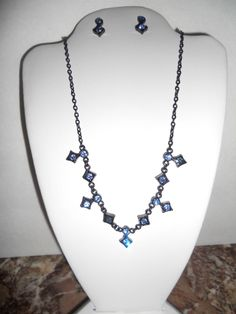 lot of 2 pc vintage to mod Parure Necklace and earrings blue rhinestone Nice