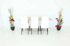 """Tisch """"exklusiv"""" Eiche in Kombination mit den Stühlen """"Nivo"""" in weiß"""