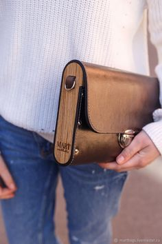 Leather Craft Tools, Leather Projects, Leather Keychain, Leather Wallet, Crea Cuir, Wooden Purse, Vanity Bag, Leather Bags Handmade, Leather Journal