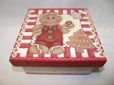 Caixa quadrada em MDF, com 4 divisões para saquinhos de chá, decorada com pintura e decoupagem. Ideal para decorar a mesa de Natal. Confecção Atelier da Ponte R$ 35,00