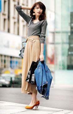 【毎日コーデ】ファーや刺繍で可愛さをプラス。トレンド高めのキレイめコーデ Cute Fashion, Modest Fashion, Skirt Fashion, Fashion Outfits, Womens Fashion, Fashion Essay, Fashion Poses, Japanese Fashion, Korean Fashion