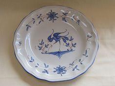 Belle assiette faïence de Martres Tolosane à décor d oiseau échassier bleu