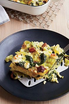 Few Americans eat pasta for breakfast, but this Greek-inspired recipe with orzo, leeks and bacon aims to make a few converts#breakfastrecipes #brunchrecipes #breakfastideas #brunchideas
