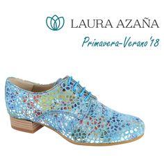 4bea253aaa0 Zapato abotinado con auténtica piel de fantasía. Botín de verano estilo  mosaico de Laura Azaña