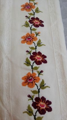 This Pin was discovered by Şen Cross Stitch Borders, Cross Stitch Flowers, Cross Stitch Designs, Cross Stitching, Cross Stitch Embroidery, Hand Embroidery, Cross Stitch Patterns, Cross Stitch Collection, Bead Loom Patterns