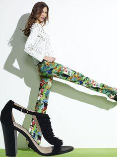 Calça estampada + Sandália de crochet Guilhermina!  #guilhermina #guilherminashoes #shoes #sapatosdeluxo #trend #moda #verao2013 #handmade #calcaestampada #printedpant #sandaliaguilhermina