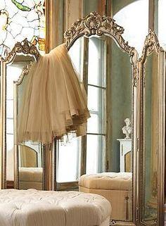 Elle Trifold mirror – Frontgate