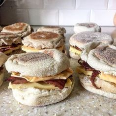Freezer Breakfast Sandwiches weight watcher 4 smart points meal recipe easy make delicious recipes. Weight Watcher Dinners, Plats Weight Watchers, Weight Watchers Breakfast, Weight Watchers Smart Points, Weight Watchers Freezer Meals, Weight Watcher Recipes, Weight Watchers Pancakes, Sandwichs Pour Petit Déjeuner Freezer, Make Ahead Breakfast