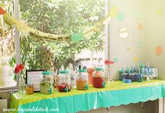 Aladdin Mason Jar Party Display // Host a fun spring party with #Aladdinparty @aladdin_pmi