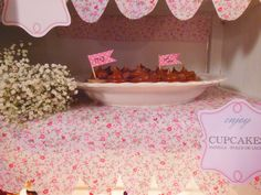 Mini cupcakes de vainilla y dulce de leche en Shine a light Table de Süss Pastelería