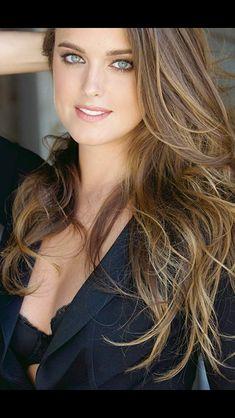 Ashley Newbrough As Kim Millar. Ashley Newbrough, Brunette Beauty, Hair Beauty, Bikini Modells, Gorgeous Eyes, Woman Face, Most Beautiful Women, Beautiful Celebrities, Pretty Face