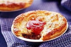 Nothing is better on the weekend than watching the footie and eating a real Australian mince pie. -  - taken from: http://pinned-recipes.com