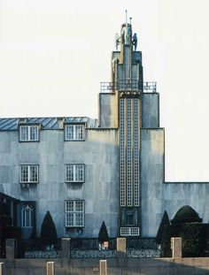 Josef Hoffmann (Austrian, 1870 – Stoclet Palace (Palais Stoclet), Brussels, Designed in Stoclet Palace may be the first art deco building ever built. Hoffmann designed every room. Art Nouveau, Amazing Architecture, Art And Architecture, Art Deco Buildings, Otto Wagner, Art Deco Design, Western Art, Dieselpunk, Bauhaus
