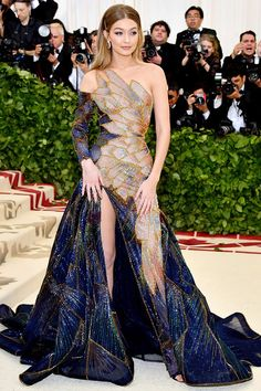 The Must-See Looks from the Met Gala Red Carpet Gala Dresses, Red Carpet Dresses, Pretty Dresses, Beautiful Dresses, Gigi Hadid Outfits, Met Gala Red Carpet, Red Carpet Looks, Red Carpet Fashion, Mannequins