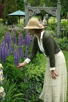 English Country Style, English Countryside, Town And Country, Beautiful Gardens, Beautiful Flowers, Country Lifestyle, Purple Garden, My Secret Garden, Home And Garden