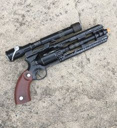 Star Wars Knights Of The Old Republic Mandalorian/ Smugglers - Kit, cosplay, collection, replica Cosplay Weapons, Sci Fi Weapons, Concept Weapons, Fantasy Weapons, Weapons Guns, Guns And Ammo, Star Citizen, Star Wars Guns, Star Wars Art