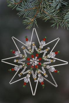 Diy Christmas Snowflakes, Beaded Christmas Decorations, Snowflake Craft, Christmas Ornaments To Make, Beaded Ornaments, Diy Christmas Gifts, Creations, Beading, Jewelry