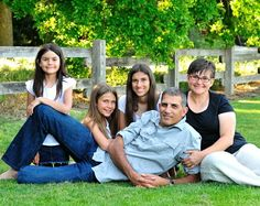outdoor family portrait ideas | outdoor family portrait ideas