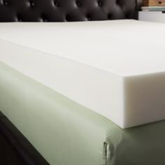 Update your mattress with the Splendorest memory foam mattress topper and transform your bed in minutes. The topper features five-inches of high density memory foam to relieve pressure points, distrib