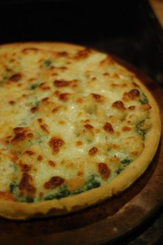 Skinny Alfredo Chicken Pizza with Spinach...definitely want to make this!