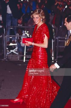 """November 10 1989 Diana attends the premiere of """"When Harry Met Sally""""  at the Odeon, Leicester Square, London"""