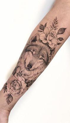 As 230 Melhores Tatuagens de lobo da internet [Femininas e Masculinas] | TopTatuagens Dad Tattoos, Spine Tattoos, Finger Tattoos, Love Tattoos, Body Art Tattoos, Wolf Tattoos For Women, Tattoo Designs, Tattoo Portfolio, Beste Tattoo