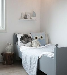 kids room. Love everything about this.