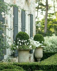 28 Fresh Beautiful Spring Garden Landscaping for Front Yard and Backyard Ideas Landscape Design, Garden Design, Garden Urns, White Gardens, Plantar, Front Yard Landscaping, Landscaping Ideas, Outdoor Landscaping, Spring Garden