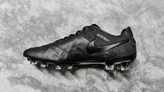 The Tiempo 6 enters the Academy Pack party under the cover of darkness as Nike hand out the all-black wrap to dress it as the epitome of heritage cool. Soccer Boots, Football Boots, Soccer Cleats, Air Max Sneakers, Sneakers Nike, Mens Gear, Nike Air Max, Athlete, Footwear