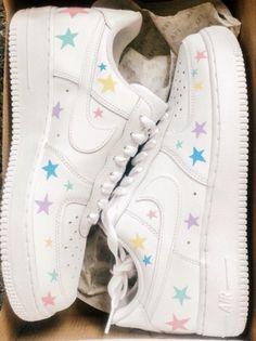 Cute Nike Shoes, Cute Nikes, Nike Air Shoes, Shoes Cool, Cute Teen Shoes, Mode Converse, Sneakers Mode, Sneakers Fashion, Jordan Shoes Girls