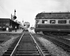 B&O, Deshler, Ohio, 1952 Baltimore & Ohio trains meet at Deshler, Ohio… Railroad Photography, Vintage Photography, Train Pictures, Cool Pictures, Vintage Pictures, Baltimore And Ohio Railroad, Old Bridges, Railroad Pictures, Railroad History