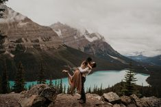 Banff is more than Lake Louise and Moraine Lake. Banff is all about turquoise lakes and gorgeous jagged snow capped mountains that are perfect for your adventure engagement photos and elopement photos | Banff Elopement Photographer | Banff Engagement Photos Inspiration Fall Engagement Outfits, Engagement Photos, Alaska Summer, Proposal Photos, Moraine Lake, Surprise Proposal, Engagement Photo Inspiration, Banff National Park, Wedding Tips
