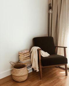 Best Bedding Sets For Couples Corner Reading Nooks, Bedroom Reading Nooks, Bedroom Corner, Home Bedroom, Bedroom Decor, Bedrooms, Bedroom Seating, Couch, Apartment Living