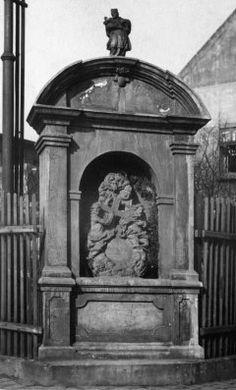 Kaplička Nejsvětější Trojice z roku 1790 - zaniklá 1989 - Zborovská ulice Ulice, Spaces