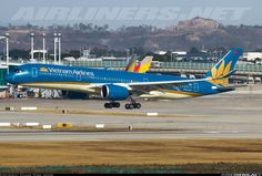 Airbus A350-941, Vietnam Airlines, VN-A889, cn 017, first flight 30.10.2015 (Vietnam Airlines), owner CIT. Seoul, South Korea, 6.3.2016.