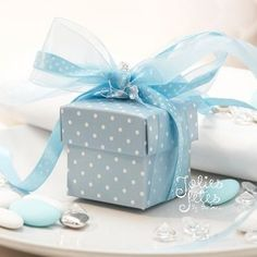 Sweet baby blue polka dot favor box and ribbon - perfect for a baby shower gift! Wrapping Gift, Wrapping Ideas, Cubes, Present Gift, Blue Christmas, Blue Polka Dots, Fancy, Tiffany Blue, Color Themes