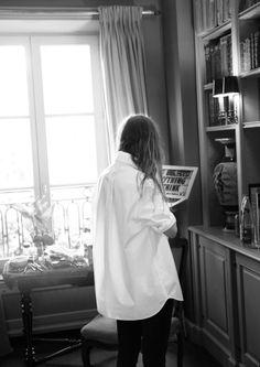 "kitty-en-classe: ""Lykke Li & Other Stories co-lab collection "" Oversized White Shirt, Fashion Gone Rouge, Parisian Chic, Slingbacks, White Shirts, Mode Inspiration, Photoshoot Inspiration, Fashion Inspiration, Look Fashion"