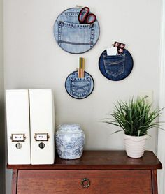 What can you do with old jeans? – inspirational DIY ideas - New Decoration ideas Recycle Jeans, Diy Recycle, Easy Diy Crafts, Diy Crafts To Sell, Sewing To Sell, Deco Originale, Upcycled Home Decor, Old Jeans, Fabric Crafts