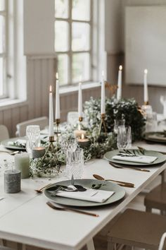 139 ideas for your wedding decoration - The most beautiful inspirations from the wedding ceremony to the table decoration - Table decoration for your Greenery Wedding. Be enchanted and discover 139 more ideas for your weddi - Nordic Wedding, Luxe Wedding, Traditional Decor, Traditional Wedding, Wedding Table, Wedding Ceremony, Wedding Cakes, Wedding Themes, Wedding Decorations
